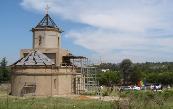 St Andrew\s Church from the east. On the hill opposite is the largest modque in the southern hemisphere.